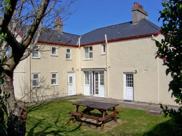 GWELFOR, overlooking golf course, close to beach, large gardens, two sitting rooms in Morfa Bychan, Ref 15298 - Image 1 - Morfa Bychan - rentals