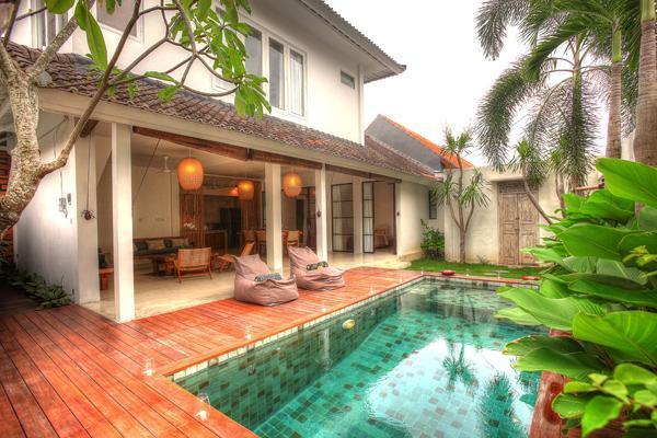 Swimming pool and open living area - 3 Bedroom Villa Near to Restaurants - Seminyak - rentals