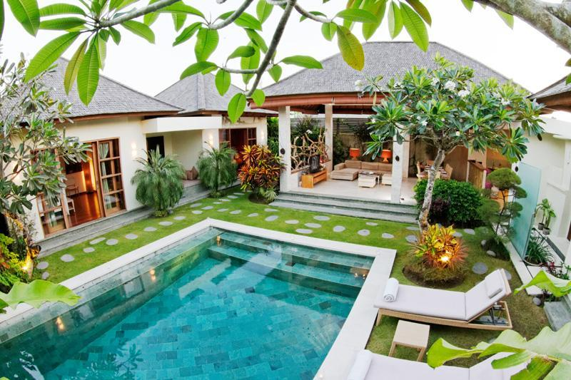 The swimming pool and access to the living area - LUXURY 3 BEDROOM VILLA IN LEGIAN - Legian - rentals