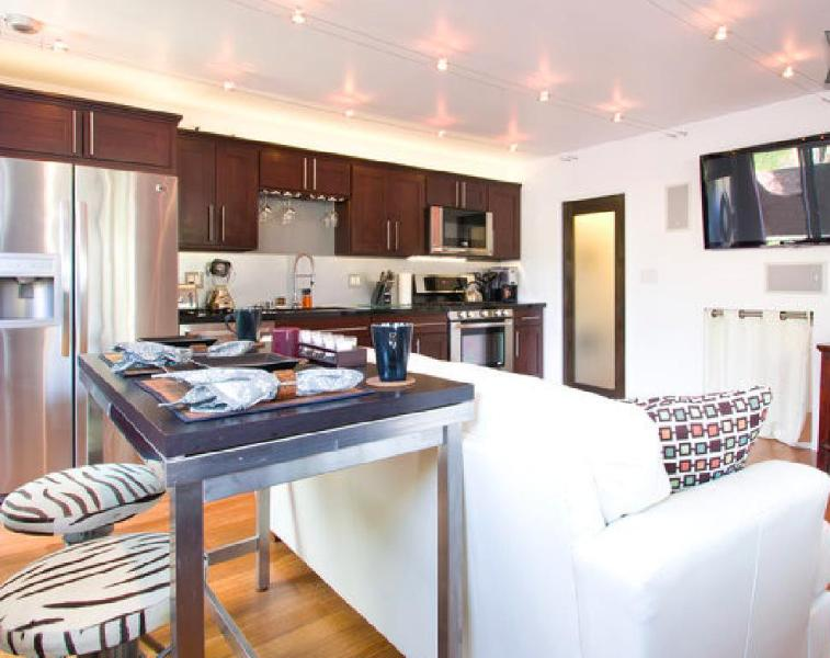 Main Living Area - 5 Star 2 Bed Venice Beach Modern Oasis with Yard! - Los Angeles - rentals