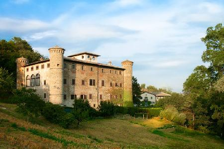 Castello di Galbino has lovely gardens, amazing views and frescoed ceilings - Image 1 - Arezzo - rentals