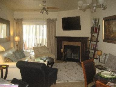 Living Room with Fireplace - Luxury 2 Bedroom Condo Rental in Paradise Valley - Paradise Valley - rentals