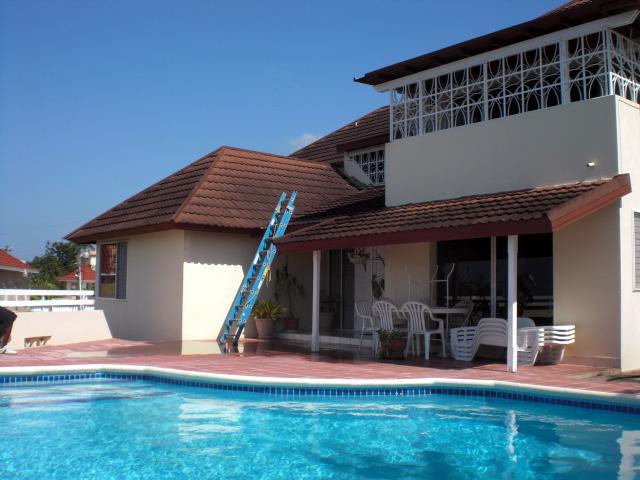 PARADISE PIA - 43664 - SPACIOUS 6 BED VILLA | POOL | CLOSE TO GOLF CLUB - MONTEGO BAY - Image 1 - Montego Bay - rentals