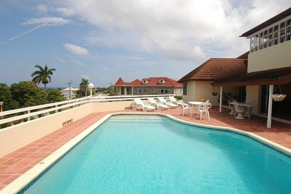 PARADISE PIA - 43627 - SPACIOUS 4 BED VILLA | POOL | CLOSE TO GOLF CLUB - MONTEGO BAY - Image 1 - Montego Bay - rentals