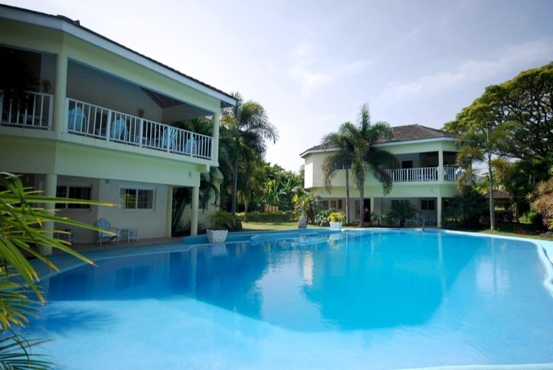PARADISE PTP - 30755 -  3 BED BEACHFRONT VILLA WITH POOL & GOLDEN SANDS - RUNAWAY BAY - Image 1 - Runaway Bay - rentals