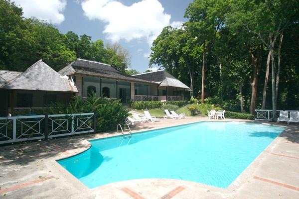 PARADISE PER -  43626 - COMPLETE PRIVACY   4 BED   FAMILY   OCEANFRONT VILLA WITH POOL - OCHO RIOS - Image 1 - Ocho Rios - rentals