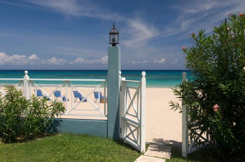 PARADISE  PSB - 43700 - PERFECT VACATION | 6 BED | LUXURY | BEACHFRONT VILLA WITH POOL - RUNAWAY BAY - Image 1 - Runaway Bay - rentals