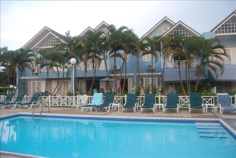 PARADISE PSL - 43713 - 3 BED VILLA LUSH GARDEN SETTING - OCHO RIOS - Image 1 - Ocho Rios - rentals