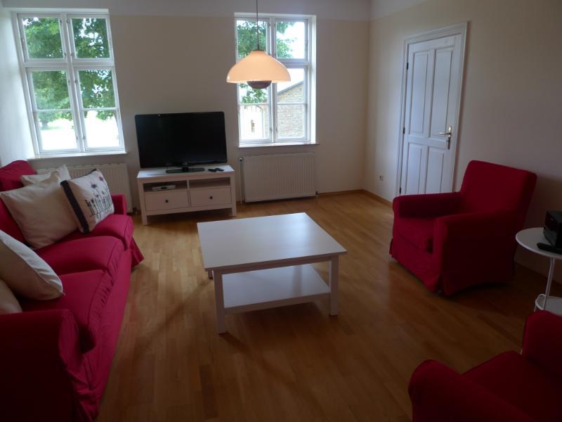 Living Room (1) - Vacation Apartment in Weitendorf - 1173 sqft, warm, quiet location (# 2721) - Parchim - rentals