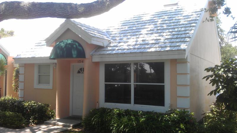 front veiw - 1 bd rm Beach town home in Vero Beach FL 65 pics that sleeps 2 but can fit 4 for visiting guests - Vero Beach - rentals