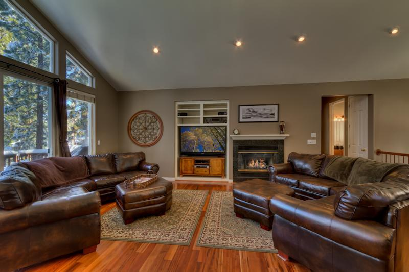 Open and warm family room. - Blue Haven- Luxurious 8 BR Beautiful Mtn Resort - South Lake Tahoe - rentals