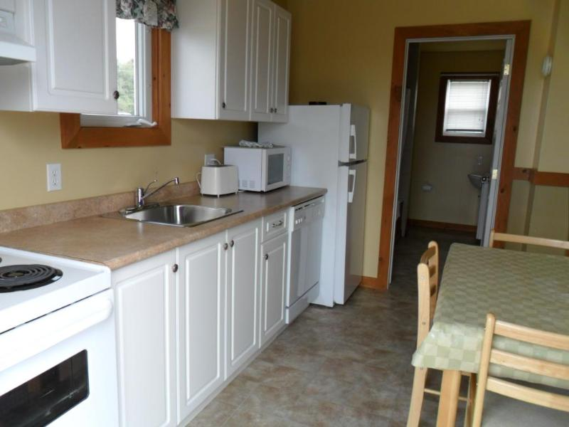 1 Bedroom Whirlpool - Kitchen - Cavendish PEI Area - 1 Bedroom Deluxe Cottage (9) - Cavendish - rentals
