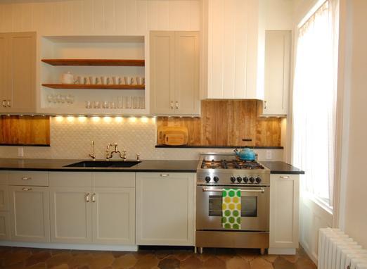 Kitchen with luxury Bertazzoni range - Sunny 2.5 bdrm w/Garden, 15 min to Manhattan - Brooklyn - rentals