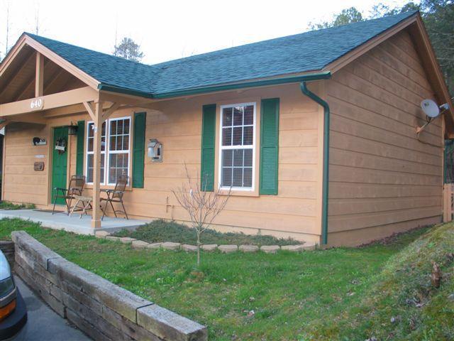 front view of cabin - Gatlinburg Cabin, no mtns to climb 3 bedroom - Gatlinburg - rentals