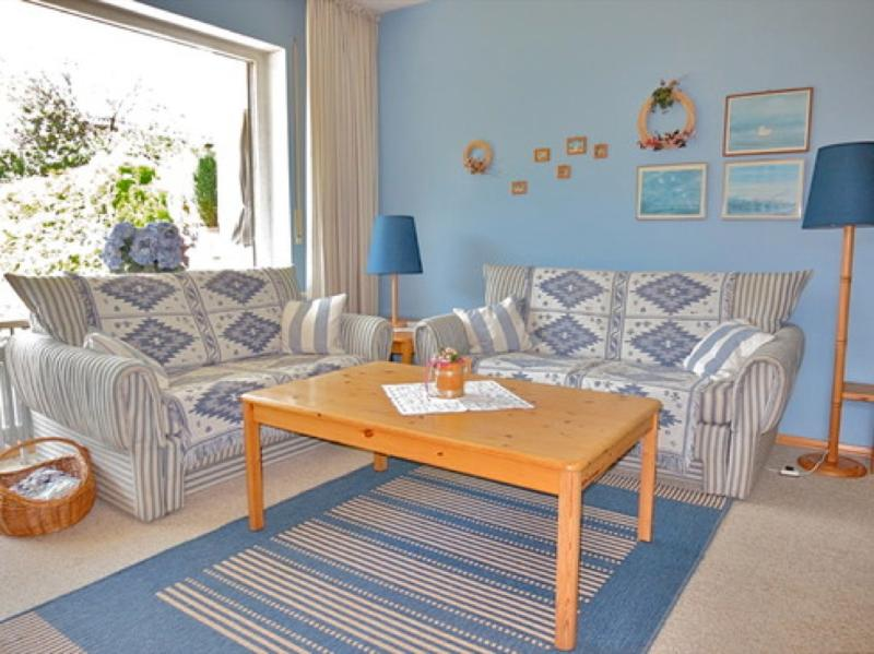 Living Room (1) - Vacation Apartment in Garmisch-Partenkirchen - 753 sqft, extensive sunbathing lawn, separate master… - Garmisch-Partenkirchen - rentals