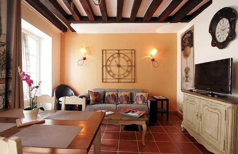 2 Bedroom Latin Quarter Rental Near Notre Dame - Image 1 - Paris - rentals