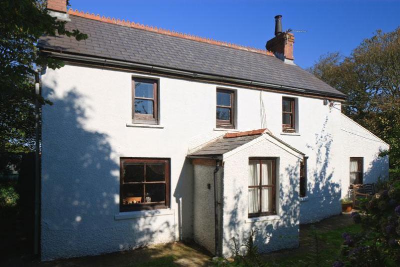 Treflodan House - 18th C cottage quietly situated close to Solva. - Saint Davids - rentals