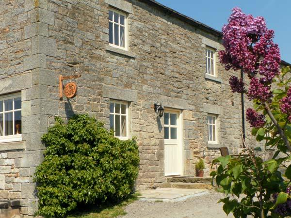 THE COTE, stone cottage, beautiful views, rural location, walks from door in Staindrop, Ref 16414 - Image 1 - Barnard Castle - rentals
