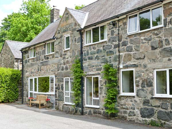FELIN SHIP, high quality mill conversion, riverside setting, close to amenities yet peaceful location in Dolgellau, Ref 15568 - Image 1 - Dolgellau - rentals
