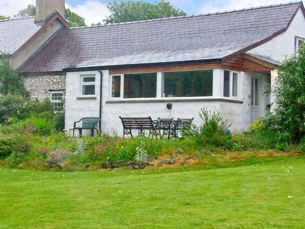 MORFA ISAF FARM, romantic retreat, close to coast and footpaths in Llangrannog, Ref 15867 - Image 1 - Llangrannog - rentals