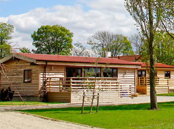 WOODSMAN LODGE 3, single storey, communal grounds with games room, in Pickering, Ref 16265 - Image 1 - Pickering - rentals