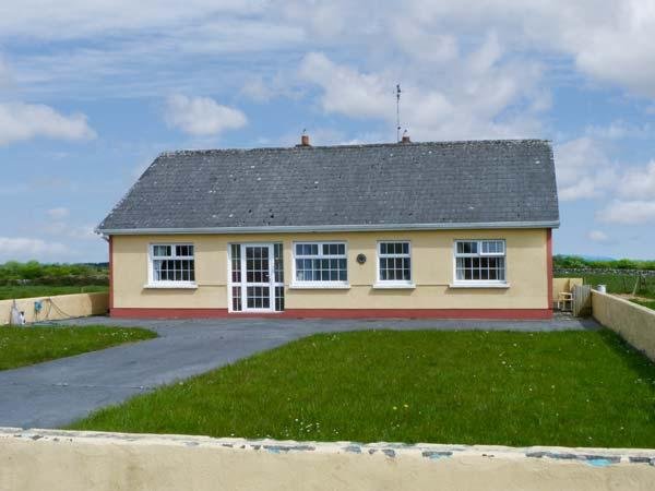 SCARDUE HOUSE, all ground floor, open fire, countryside setting in Claremorris, Ref 15829 - Image 1 - Claremorris - rentals