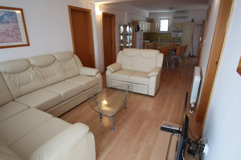 Living area with kitchen/dining area in background - Deluxe apartment for 6+2, Icici, Opatija, Kvarner - Icici - rentals
