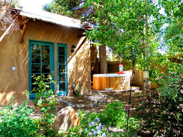 Lush enclosed, terraced professionally landscaped back yard - Casa Carlos - Taos - rentals