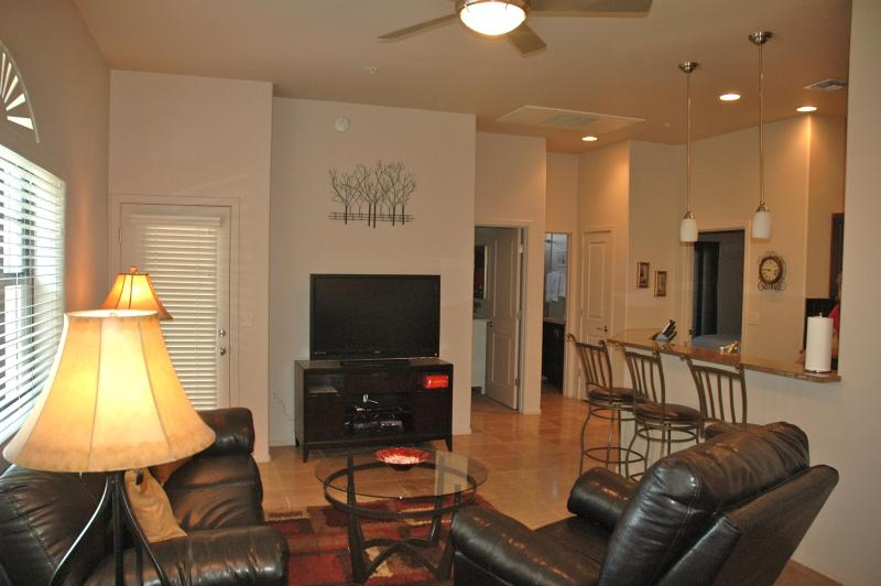 Open floor plan - Tucson Luxury Foothills Condo- Resort Style Living - Tucson - rentals