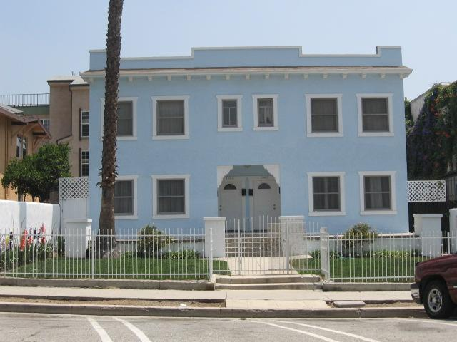 exterior of building - Large two bedroom apartment in Hollywood!!! - Los Angeles - rentals