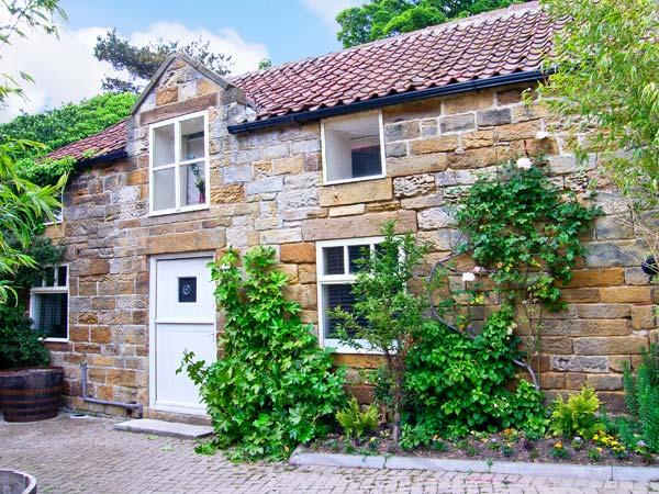 ST HILDA'S COTTAGE, luxury cottage, private hot tub, a mile from the coast in Hinderwell, Ref 11927 - Image 1 - Hinderwell - rentals