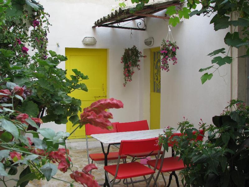 courtyard - Corfù Sea Sun Walks Relax app1 - Sinarades - rentals