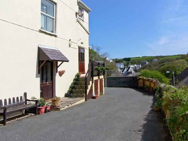 GLEN RISE second floor apartment, close to beach, woodburner in Little Haven, Ref 15926 - Image 1 - Little Haven - rentals