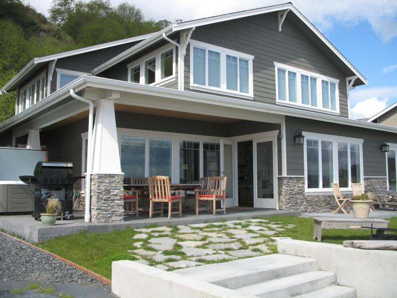 Luxury Cape Cod with 3500 sqft of relaxed elegance - Luxury Cape Cod on Low Bank Sandy Beach,  faces SW - Clinton - rentals