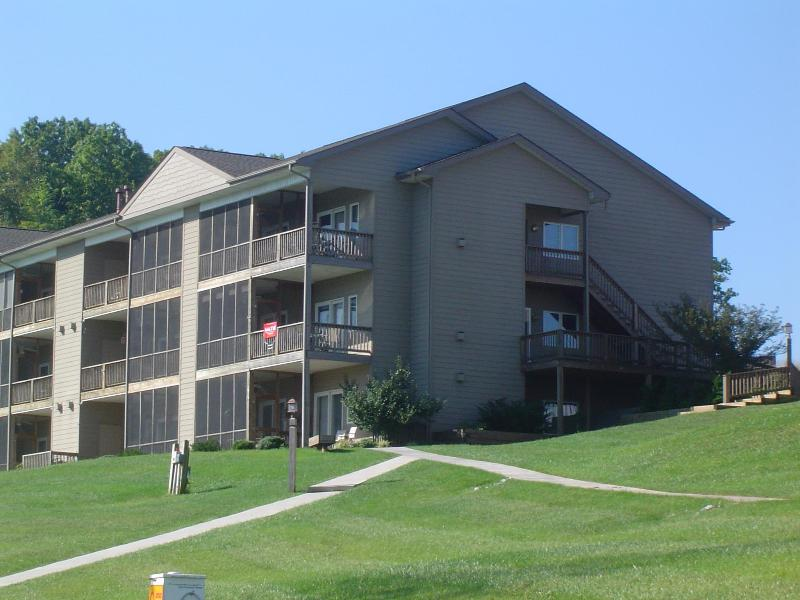 Condo Unit - 2 Bedroom Condo on Smith Mountain Lake - Huddleston - rentals