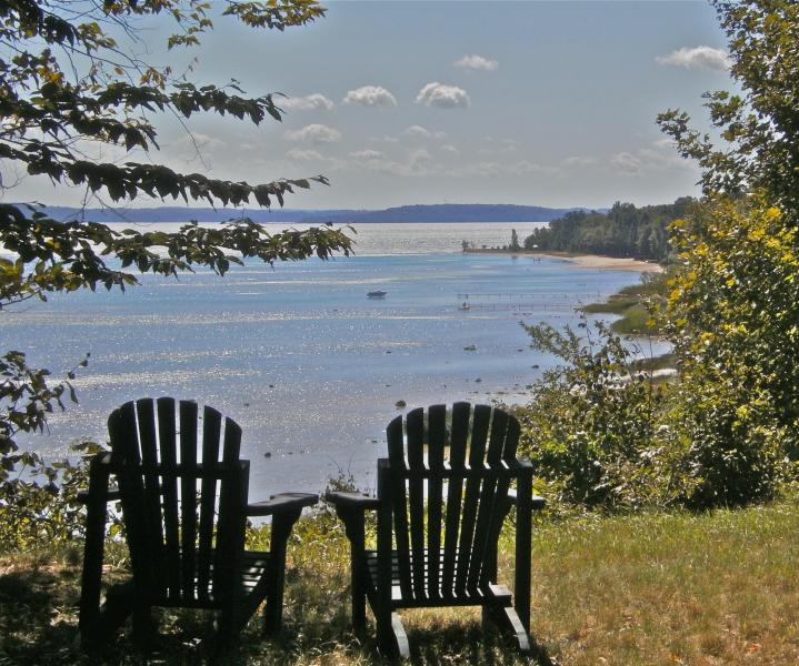 your seat for weather & wildlife - Waterfront Log Cabin for two: Strawberry Hill - Suttons Bay - rentals