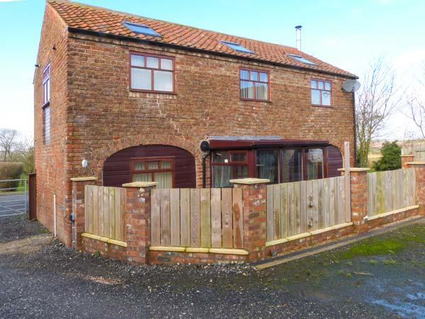 THE BARN, woodburning stove, upside down accommodation, working farm in Burton Fleming, Ref 8956 - Image 1 - Filey - rentals