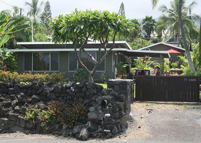 "house front 3 - WHITE SANDS - BEACH HOUSE  ""NO WORRIES"" - Kailua-Kona - rentals"