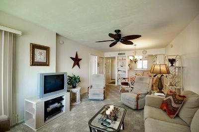 Lovely Living Room to Enjoy Relaxing Evening - Runaway Bay Unit 279 - Holmes Beach - rentals