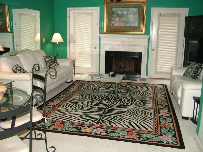 Living Room w/fireplace - Colorful Condo w/Pool-Near Village,Beach & Golf - Saint Simons Island - rentals