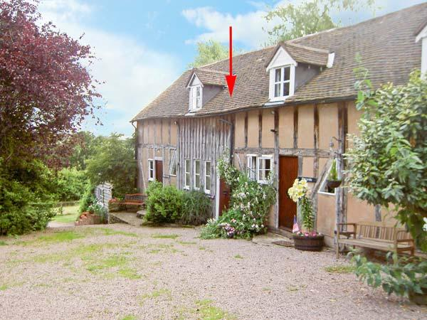 SPARROW'S NEST, romantic retreat, beautiful countryside, in Great Malvern Ref 16140 - Image 1 - Great Malvern - rentals