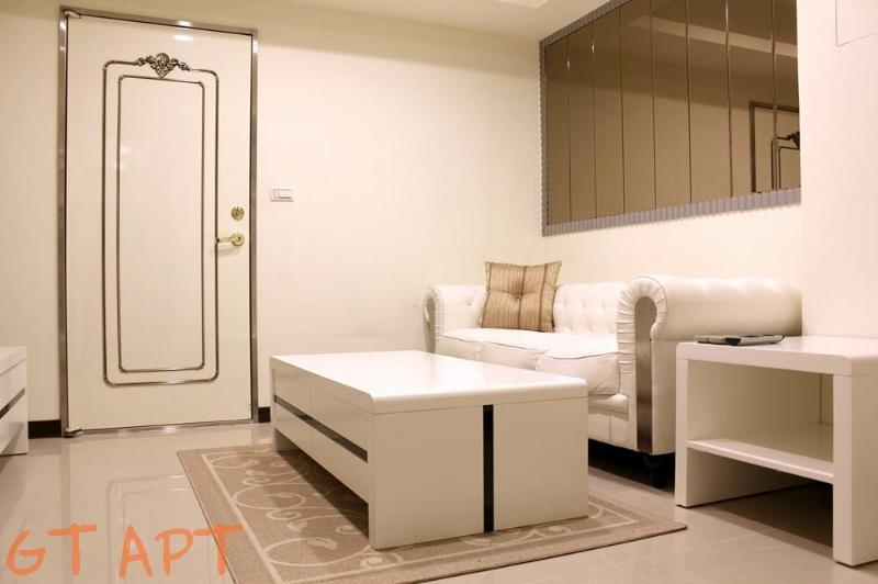 1 BR Apartment Zhong Xiao Dun Hua MRT 1 Second - Image 1 - Taipei - rentals