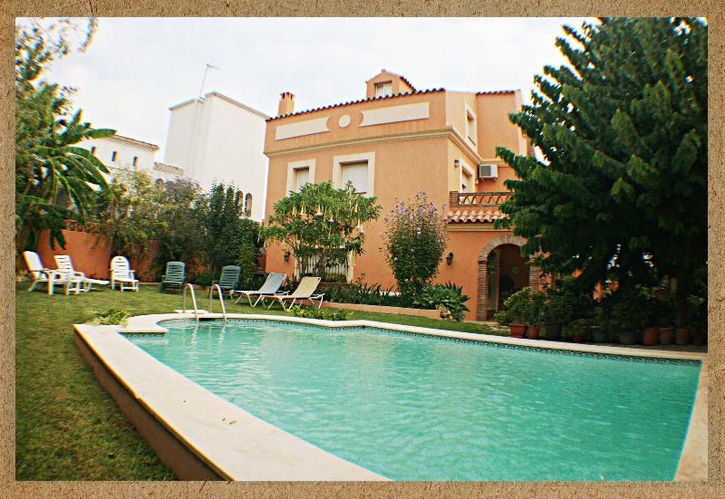 HOLIDAY VILLA, PRIVATE POOL, GARDEN, JACUZZI(14 P) - Image 1 - San Pedro de Alcantara - rentals