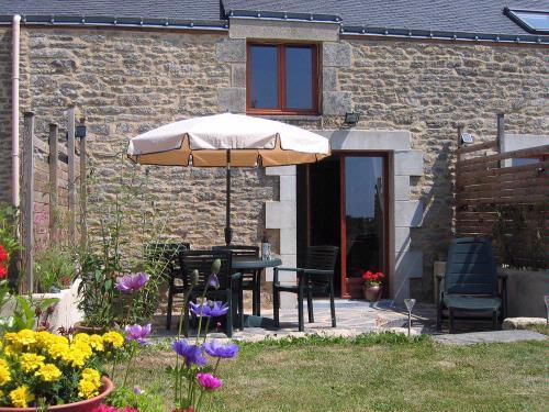 Sun terrace - LE FLAMBÉ - Petits Papillons Rural Holiday Cottage - Josselin - rentals