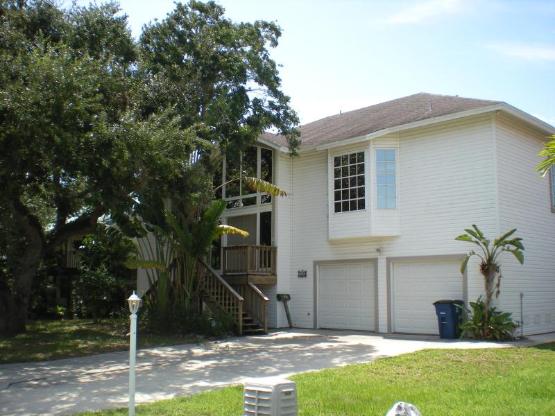 Nature's View Outside - NATURE'S VIEW, FAMILY REUNION HOME - Fort Myers Beach - rentals
