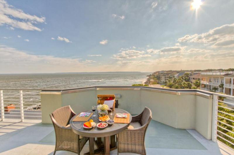 Roof top deck with bar and dining areas - Shiphouse - 4/8/12 bedroom Oceanfront on SSI - Saint Simons Island - rentals