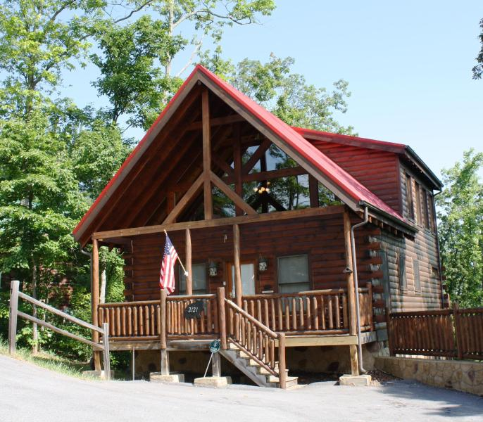 Beautiful Smoky Mountain Luxury Cabin - Beautiful Pet Friendly 2BR 2BA luxury Cabin - Gatlinburg - rentals