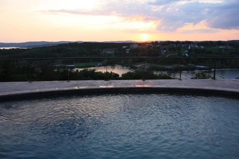 Gorgeous evening sunset out over the private pool and lake. - Luxury Lakeview Home. Private pool, heated floors! - Branson - rentals
