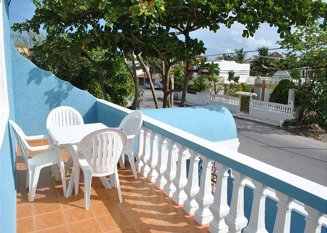 Private patio - Newly renovated 2 bdrm, 2 ba, 2nd flr breezy apt 1 blk to beach, 4 to town - Puerto Morelos - rentals