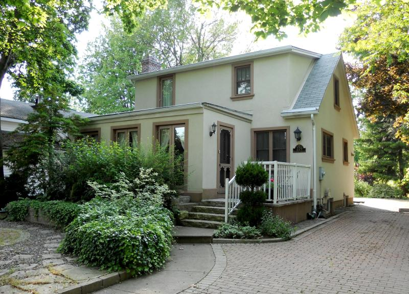 Victoria House - Best Location - Steps from Historical Downtown! - Niagara-on-the-Lake - rentals
